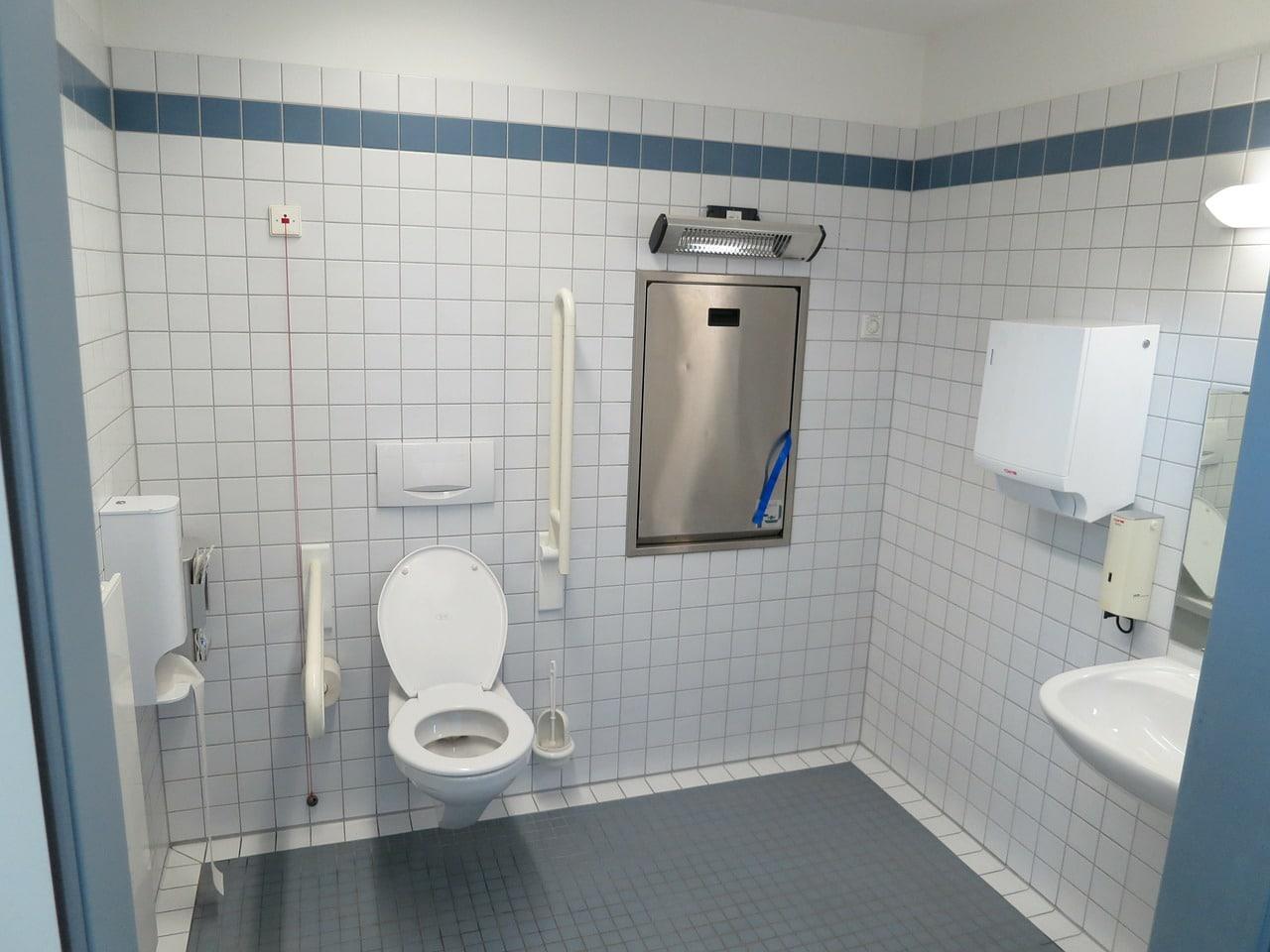 toilettes dans toutes les pièces